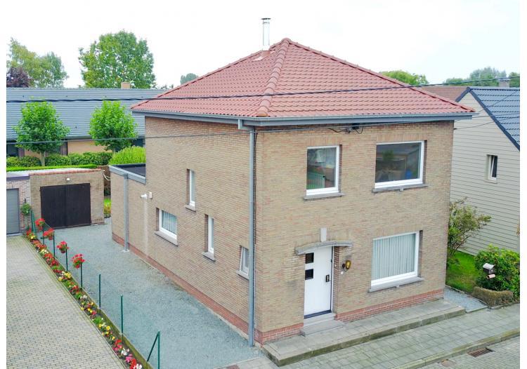 Vastgoed Unicum -     Evergem, Eengezinswoning             - Alleenstaande woning met 3 slpk, tuin en garage