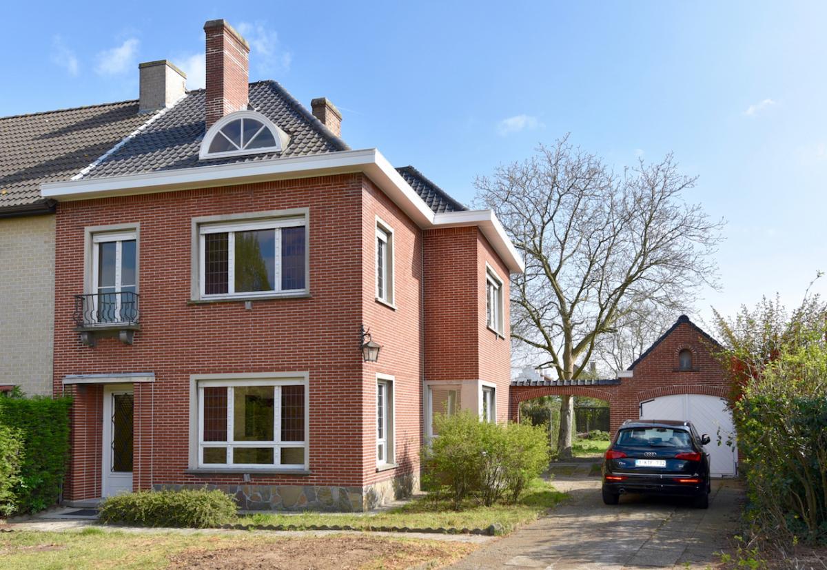 Vastgoed unicum oostakker woning ruime woning met 3 1 for Huis met tuin te huur waarschoot