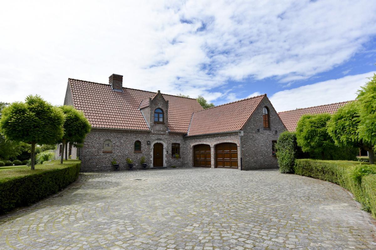 Vastgoed unicum bassevelde villa landhuis landelijke for Landelijke woning te koop